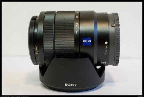 Sony Zeiss 16-70mm f4 op de originele zonnekap