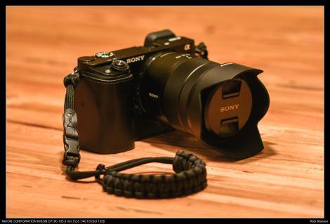 De A6000 met de Carl Zeiss 16-70 f4